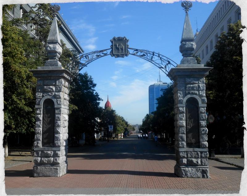скульптуры на кировке городские ворота