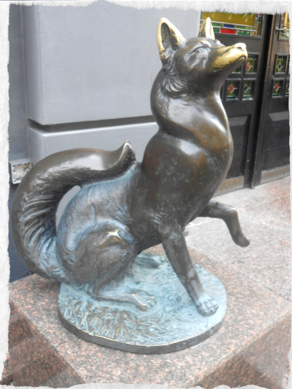 лиса и гусь скульптуры на кировке