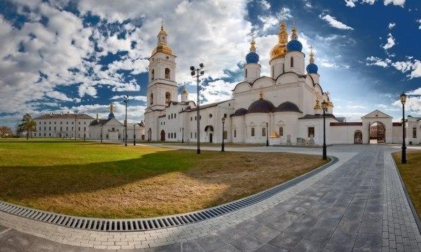 Сегодня в россии праздник перевод на английский